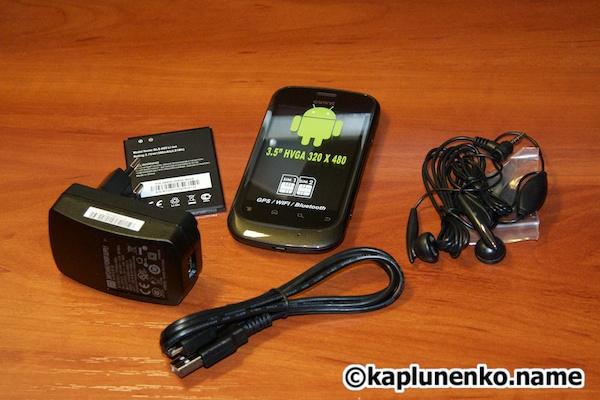 Gsmart G1342 – зарядное устройство, аккумулятор, кабель, гарнитура и сам смартфон